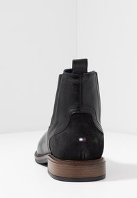 Tommy Hilfiger - ELEVATED MIX CHELSEA - Classic ankle boots - black - 3