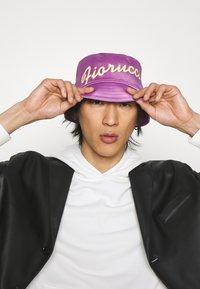 Fiorucci - BUCKET HAT UNISEX - Hat - purple - 0