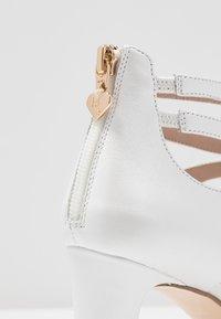 Tamaris Heart & Sole - SLIP-ON - Klasické lodičky - white pearl - 2