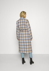 mine to five TOM TAILOR - COAT HOUNDSTOOTH - Classic coat - light blue/camel - 2