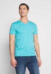 GANT - THE ORIGINAL SLIM V NECK - Camiseta básica - light aqua - 0