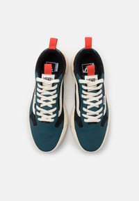 Vans - UA ULTRARANGE EXO UNISEX - Sneakers - atlantic deep/antique white - 3