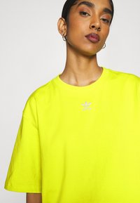 adidas Originals - TEE - T-shirt basic - acid yellow - 3