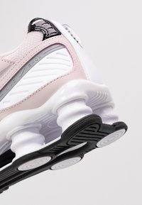 Nike Sportswear - SHOX ENIGMA 9000 - Sneakersy niskie - barely rose/reflect silver/black - 2