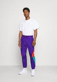NAUTICA COMPETITION - LASTAGE - Pantalones deportivos - purple - 1