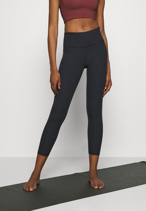 BLACKOUT ANKLE PANT - Leggings - true black