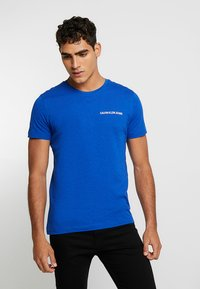 Calvin Klein Jeans - SMALL INSTIT LOGO CHEST TEE - Basic T-shirt - blue - 0
