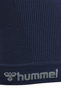 Hummel - HMLTIF SEAMLESS  - Sports shirt - black iris - 7