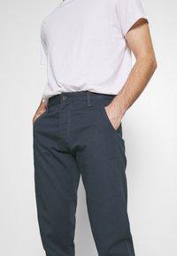 Royal Denim Division by Jack & Jones - JJIMIKE JJROYAL  - Chino kalhoty - blue denim - 3