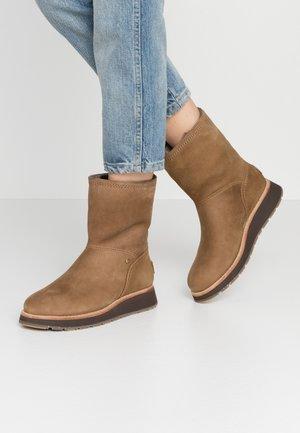 CORY IGLOO - Classic ankle boots - vison/mink