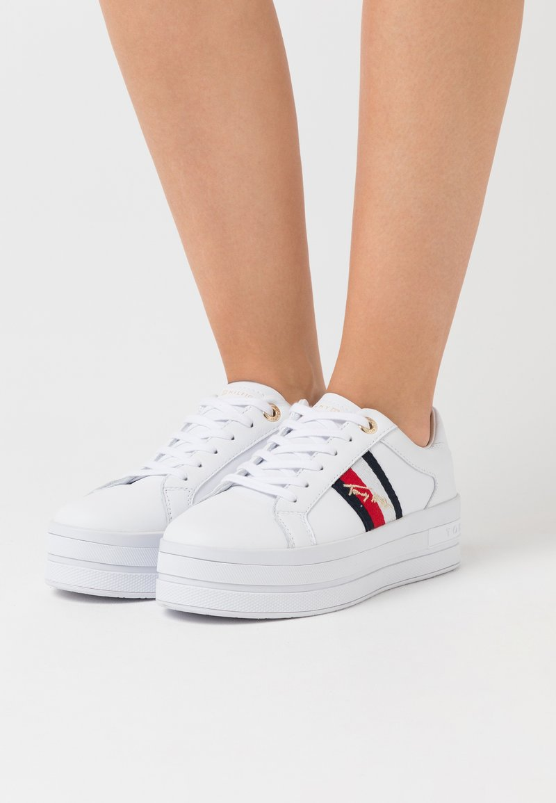 Tommy Hilfiger - SIGNATURE MODERN  - Sneakers basse - white
