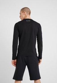 EA7 Emporio Armani - Langærmede T-shirts - black - 2