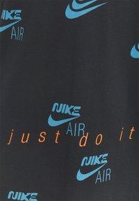 Nike Sportswear - TEE MULTIBRAND - Camiseta estampada - black - 2