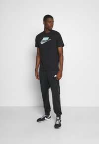 Nike Sportswear - TEE BRANDMARK - Triko spotiskem - black - 1