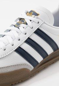 adidas Originals - JEANS UNISEX - Trainers - footwear white/collegiate navy - 5