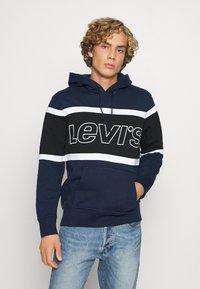 Levi's® - PIECED HOODIE UNISEX - Kapuzenpullover - racer blu - 0
