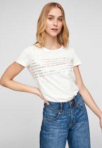 s.Oliver - Print T-shirt - off white statement print - 0