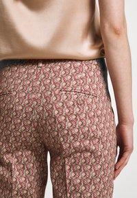 WEEKEND MaxMara - CABRAS - Kalhoty - koralle - 5