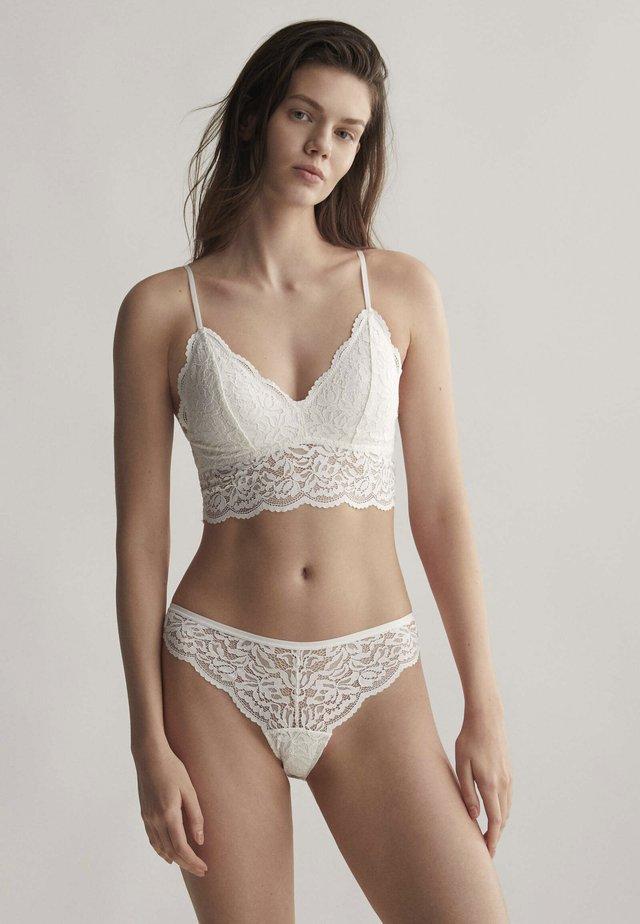 Kaarituettomat rintaliivit - white