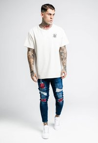 SIKSILK - BUST KNEE - Jeans Skinny Fit - dark blue/red roses - 1