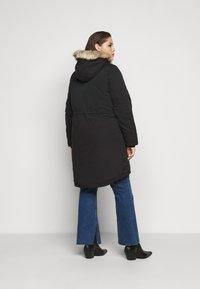 Vero Moda Curve - VMAGNESBEATE PARKA - Parkaer - black - 2