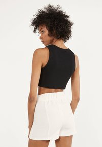 Bershka - MIT SCHNALLEN  - Shorts - white - 2