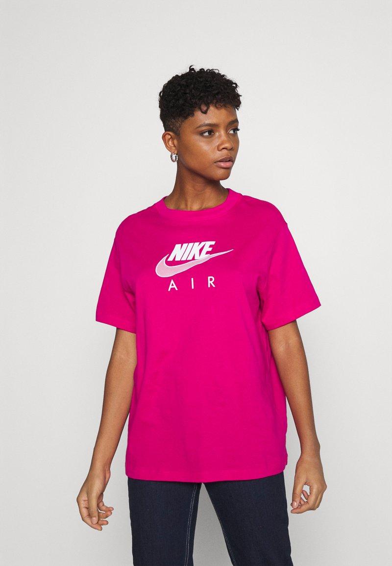 Nike Sportswear - AIR  - Printtipaita - fireberry/white