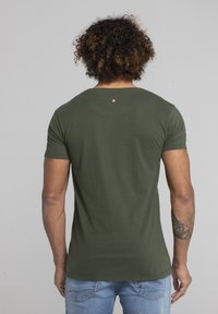 Liger - LIMITED TO 360 PIECES - VINCE RUARUS - CATBURGLAR - T-SHIRT PRINT - Print T-shirt - military green - 2