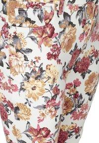 Zizzi - Slim fit jeans - white flower aop - 3