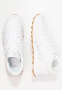 Nike Sportswear - INTERNATIONALIST - Sneakers laag - white - 3
