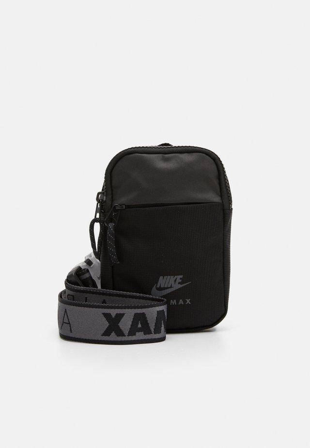 NIKE AIR ESSENTIALS UNISEX - Sportovní taška - black