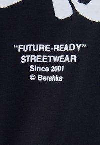 Bershka - NARUTO  - T-shirt med print - black - 5