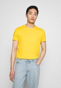 Pier One - T-shirt basic - yellow/green - 4