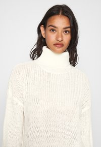 Missguided - ROLL NECK BASIC DRESS - Gebreide jurk - off white - 4