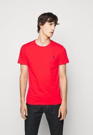 CUSTOM SLIM FIT CREWNECK - T-shirt - bas - racing red