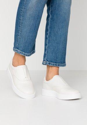 HERO STEP - Nazouvací boty - white