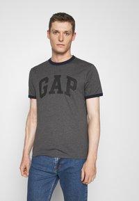 GAP - LOGO RINGER - Print T-shirt - charcoal grey - 0