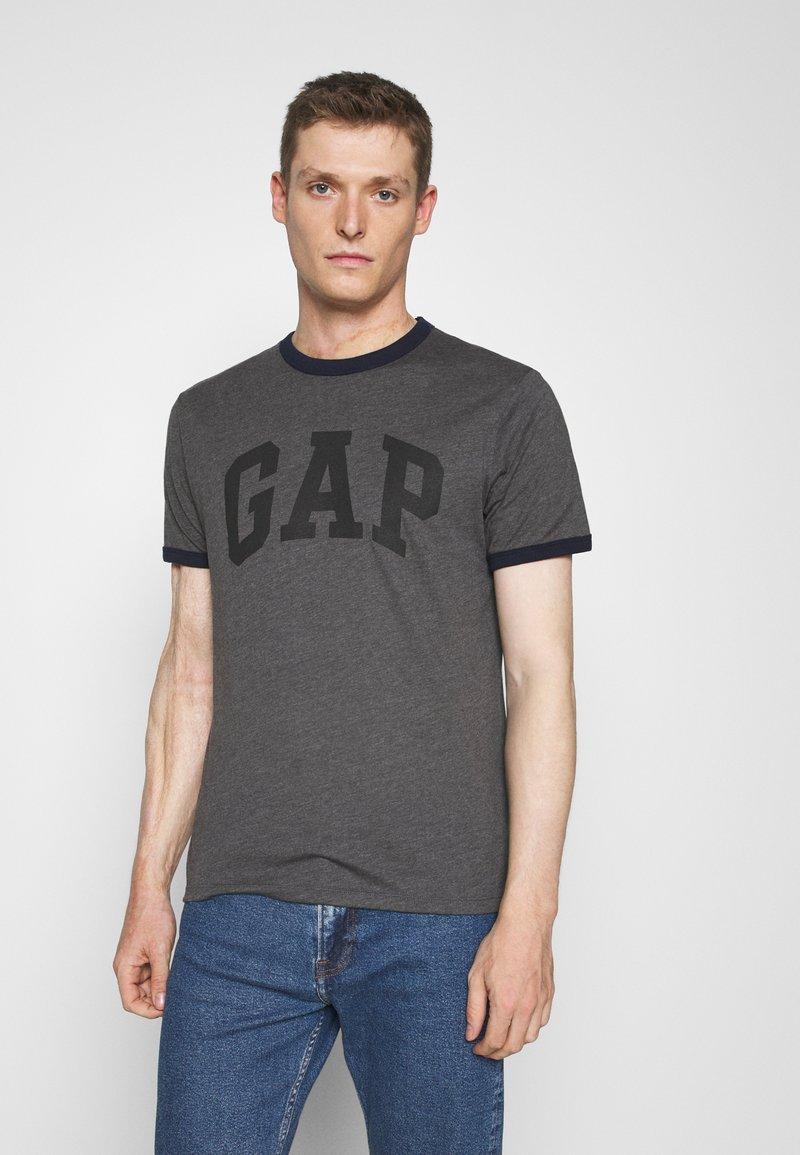 GAP - LOGO RINGER - Print T-shirt - charcoal grey