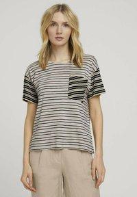 TOM TAILOR - Print T-shirt - beige black offwhite stripe - 0