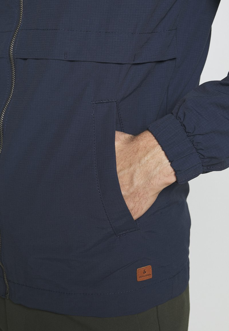 Jack & Jones JJENIKOLAJ JACKET - Leichte Jacke - navy blazer/dunkelblau mTUJ4j