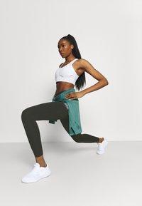 Nike Performance - EPIC LUXE TRAIL - Collant - sequoia/bicoastal - 1