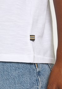 Esprit - Basic T-shirt - white - 4