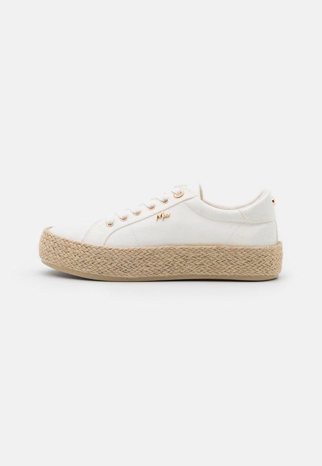 CHEVELIJN - Chaussures à lacets - white