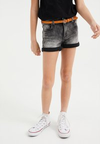 WE Fashion - SKINNY FIT  - Denim shorts - grey - 1