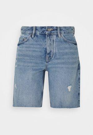 BARRY LONG SHORTS - Shorts vaqueros - light indigo
