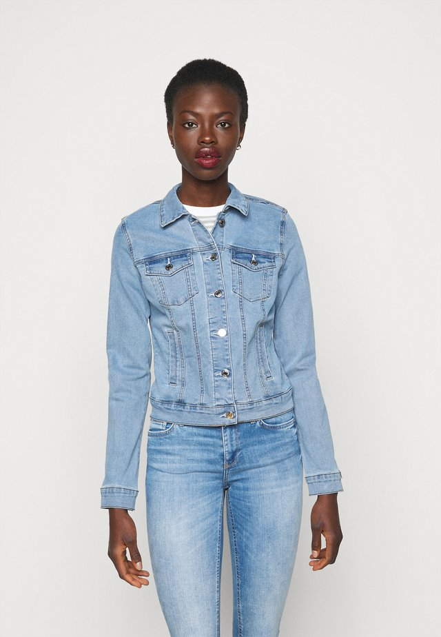 VMHOT SOYA JACKET - Kurtka jeansowa - light blue denim
