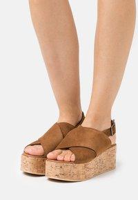 Copenhagen Shoes - SEA PLAIN - Sandalias con plataforma - cognac - 0