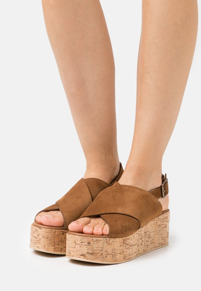 Copenhagen Shoes - SEA PLAIN - Sandalias con plataforma - cognac