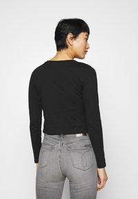 Calvin Klein Jeans - SHINY CROP TEE - Long sleeved top - black - 2