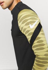 Nike Performance - STRIKE21 DRIL - Funktionstrøjer - saturn gold/black/white - 4